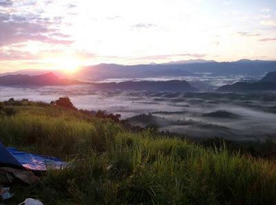 Pemandangan Gunung Titi di Pagi Hari, Sunrise gunung titi, Keindahan Gunung Titi