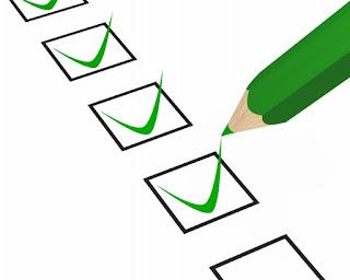 lápis verde riscando um checklist