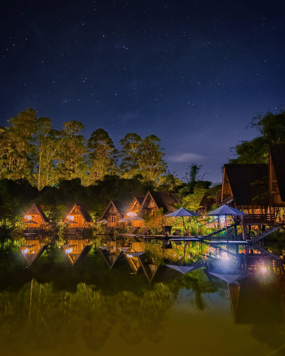 Cantiknya Dusun Bambu Saat Malam Hari, Lembang, Bandung