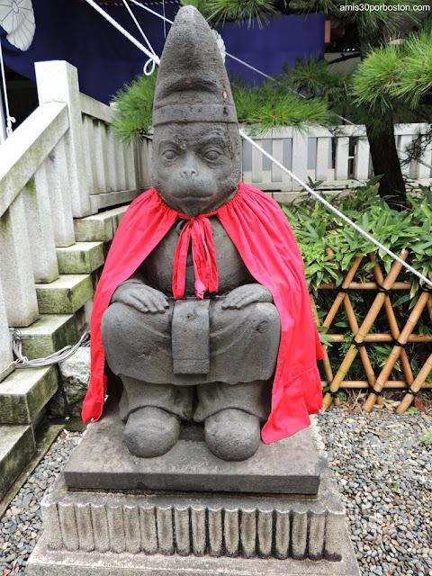 Mono Macho en el Santuario Hie, Tokio