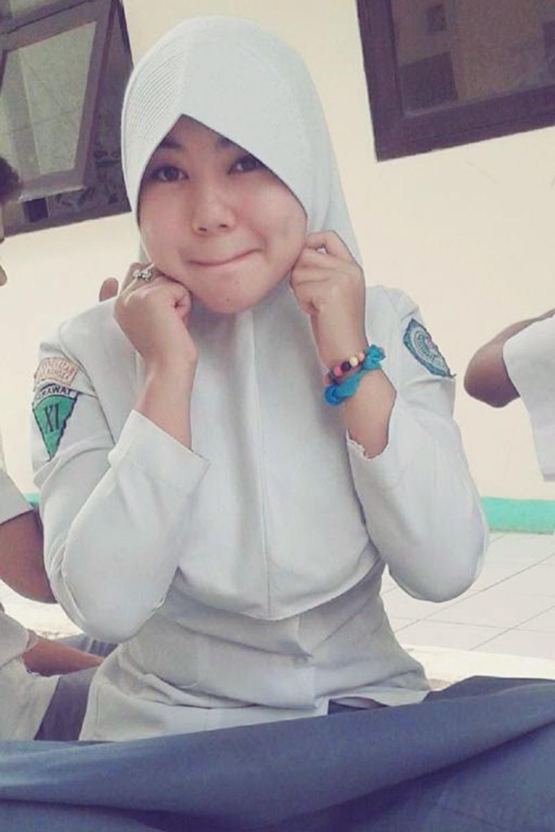 Siswi Jilbab SMA Cantik smp 5 sleman yang kesurupan