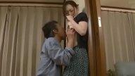 พ่อผัวเฒ่าแอบเข้าหาลูกสะใภ้ จับเย็ดทำเมีย สาวติดใจจนยอมคบชู้ด้วย