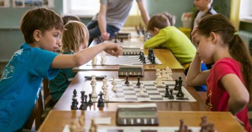 Des enfants jouant régulièrement aux échecs améliorent certaines capacités cognitives et leur aversion au risque - Photo © Sciences Humaines