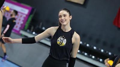 Zehra Güneş, Zehra Gunes, Foto Cantik Zehra Gunes, pemain voli cantik, pemain voli turki cantik, pemain olimpiade tokyo cantik, voli putri