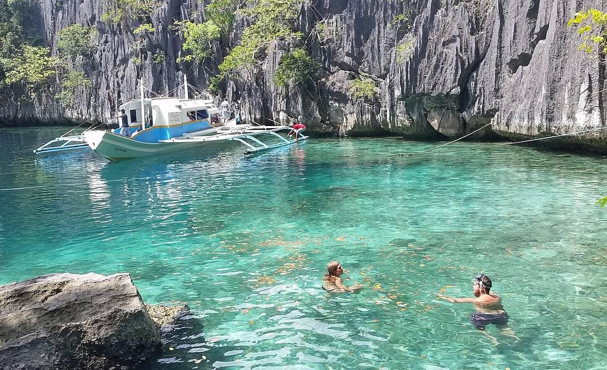 Озеро Каянган на острове Корон, Филиппины