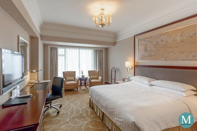 Deluxe Room at Shangri-La Hotel Wuhan