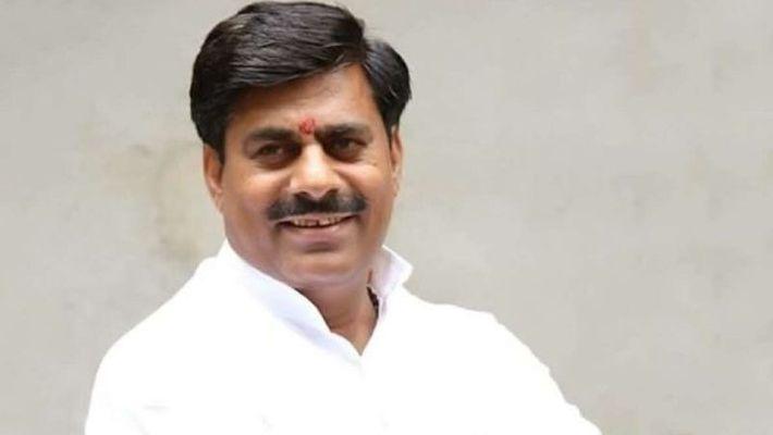 MP विधानसभा समर्थक मंदिर के अध्यक्ष Rameshwar Sharma को जान से मारने की धमकी मिलने के बाद पुलिस ने FIR दर्ज किया।