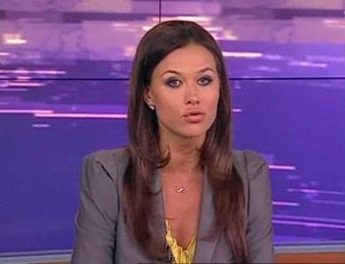 Beautiful news anchors - 10 Pics   Funny