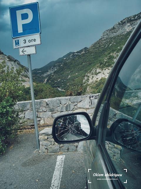 Kolory linii / pasów do parkowania we Włoszech