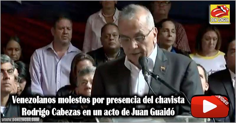 Venezolanos molestos por presencia del chavista Rodrigo Cabezas en un acto de Juan Guaidó