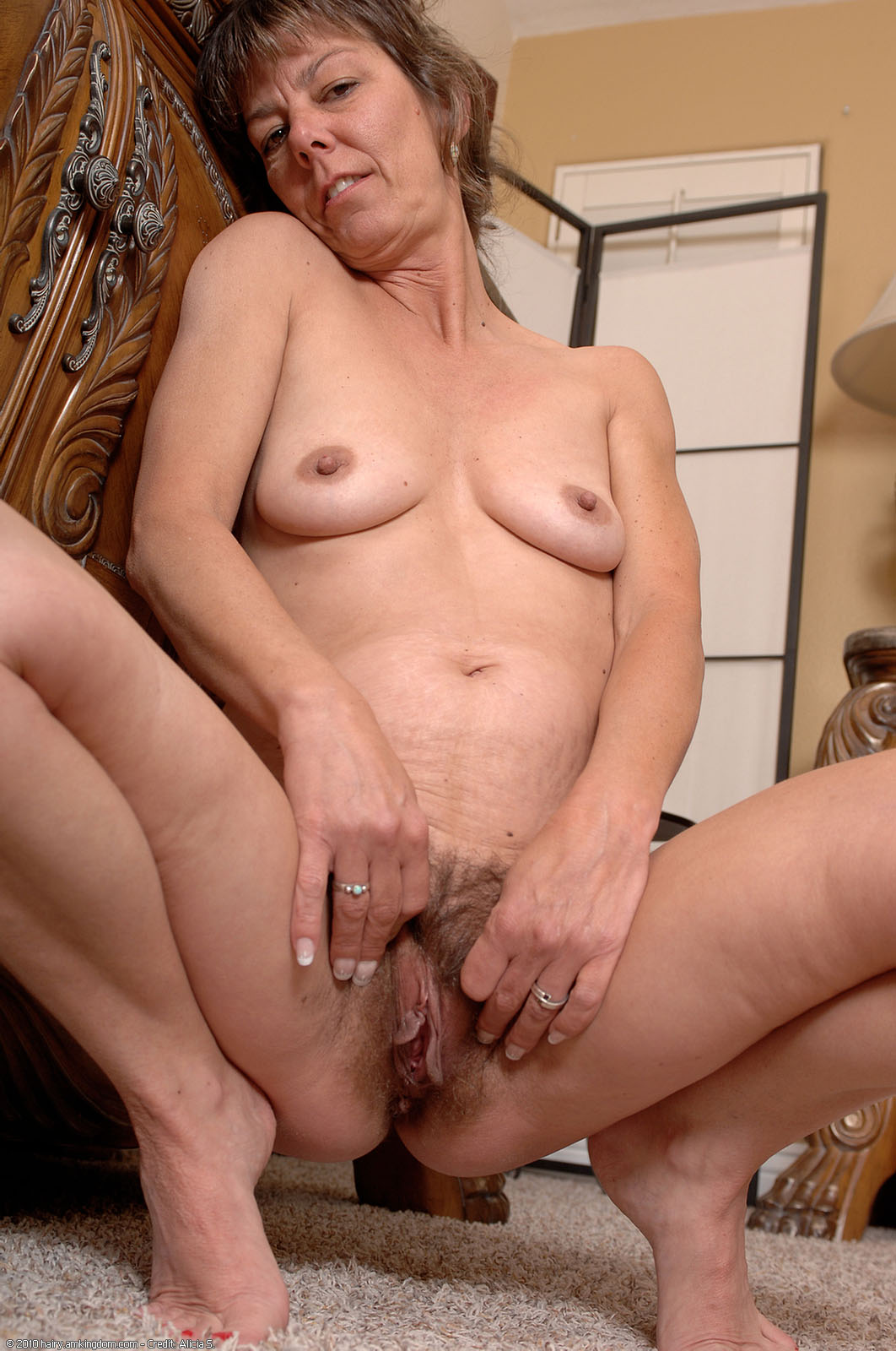 Mature hairy old PUSSY: A