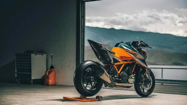 KTM 1290 SuperDuke RR: Super Rocking KTM ever made