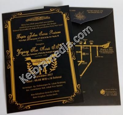 undangan pernikahan warna hitam emas
