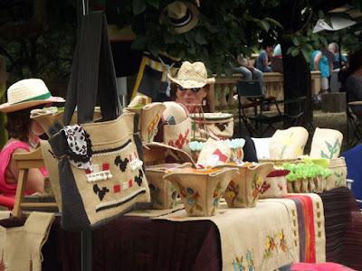 Vendedoras de chapéus no Urban Market