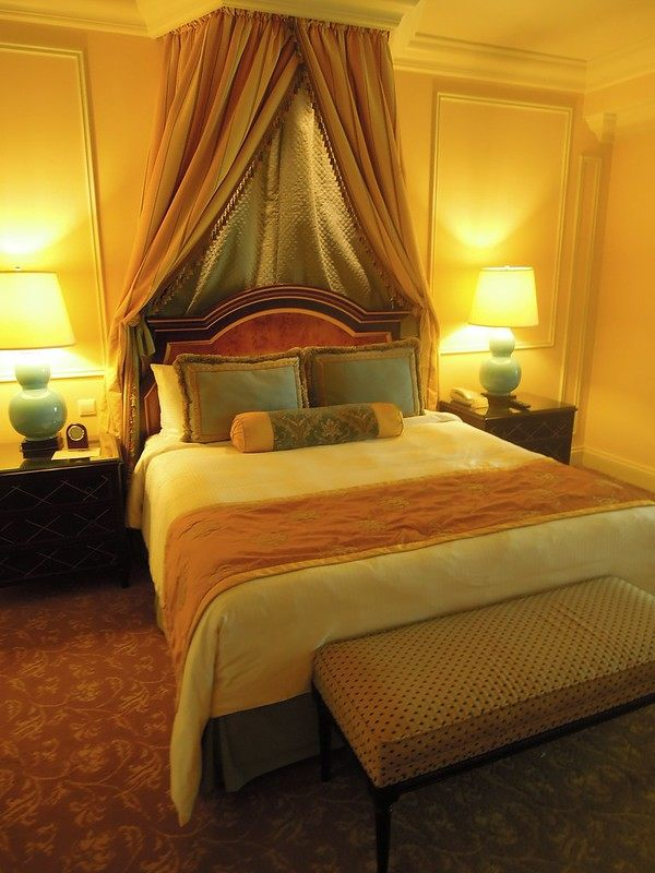 The magnificent queen-sized bed at The Venetian Macao Resort Hotel