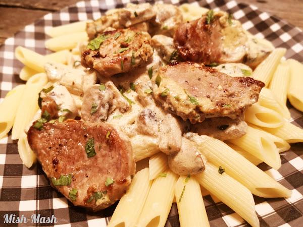Свинско бон филе с гъбен сос