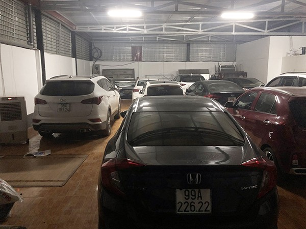 20 xe ô tô đắt tiền bị thu giữ