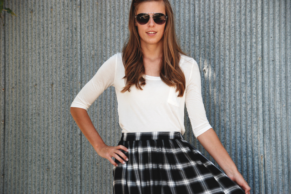 plaid-skirt-fall-outfit