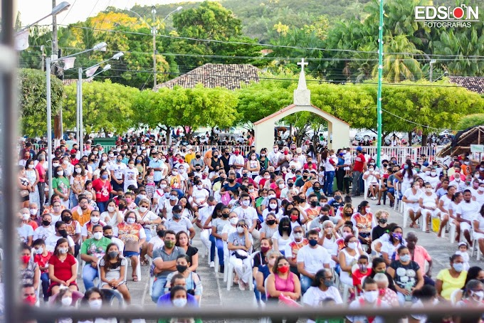 Procissão de encerramento dos festejos de Santa'Ana leva centenas de fiéis as ruas de Buriti-MA