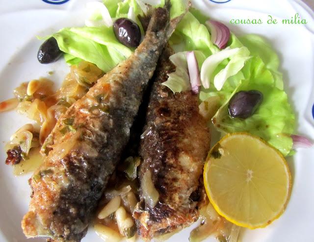 Sardinas marinadas con cebolla y piñones