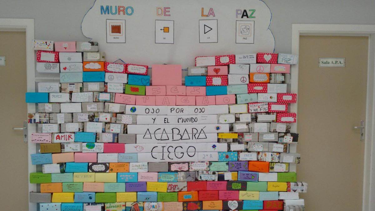 Ies Ipagro Muro Por La Paz Con Envases De Tetrabrik