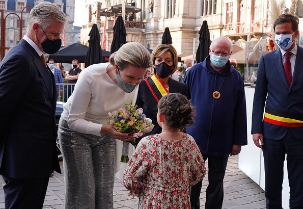 Queen Mathilde wore a new sequined Prince of Wales checked wool straight-leg pants, and white cashmere round neck sweater. Collegium Vocale Gent