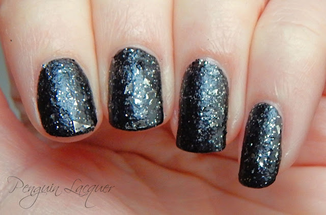 p2 color trend polish 070 black glitter nah