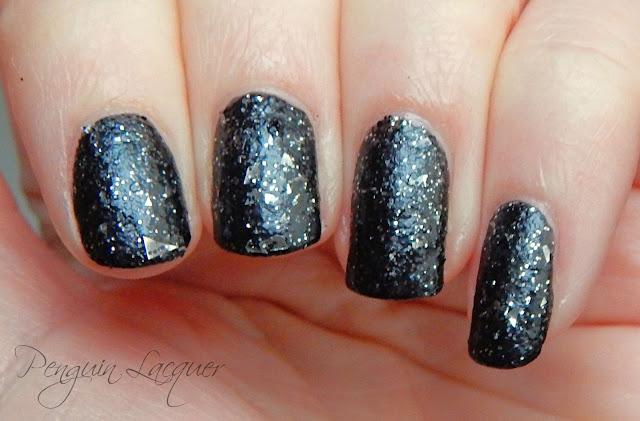p2 color trend polish 070 black glitter nah