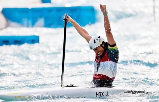 CURIOSIDADES: Un preservativo fue clave: Doble medallista olímpica mostró llamativa reparación que hizo a su kayak.