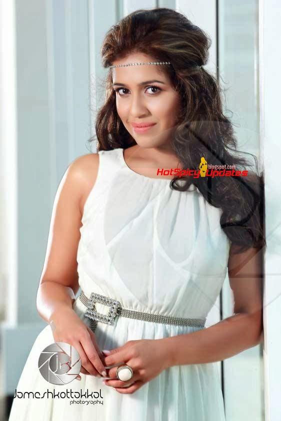 Malayalam actress ranjini hot unseen boobs squeezed - 3 7