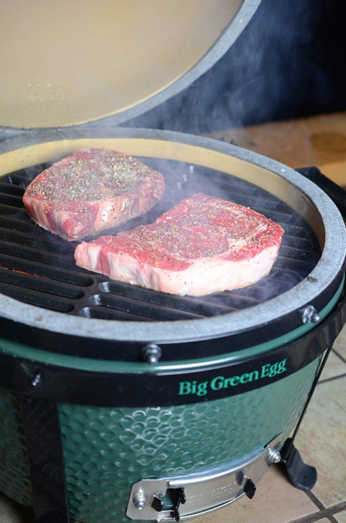 BGE Mini-max steak, steak recipe for kamado grill, cast iron grate