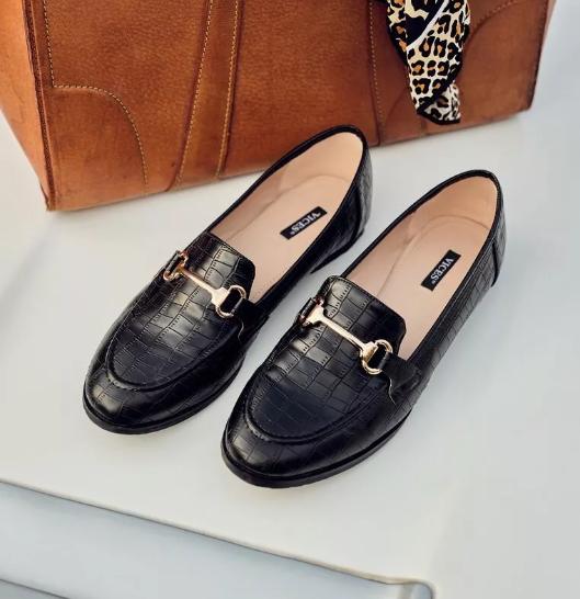 Pantofi casual femei negru cu catarama aurie pentru birou