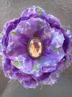 DIY: cómo hacer una flor con retales deshilachados