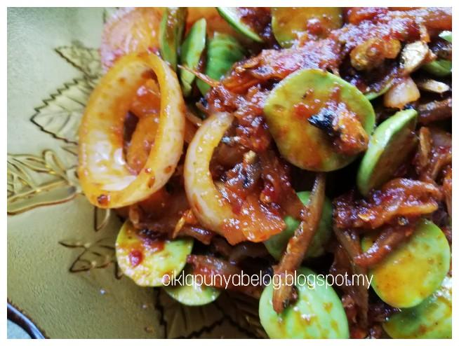 Bilis goreng dengan petai, resepi simple dan sememangnya sedap!