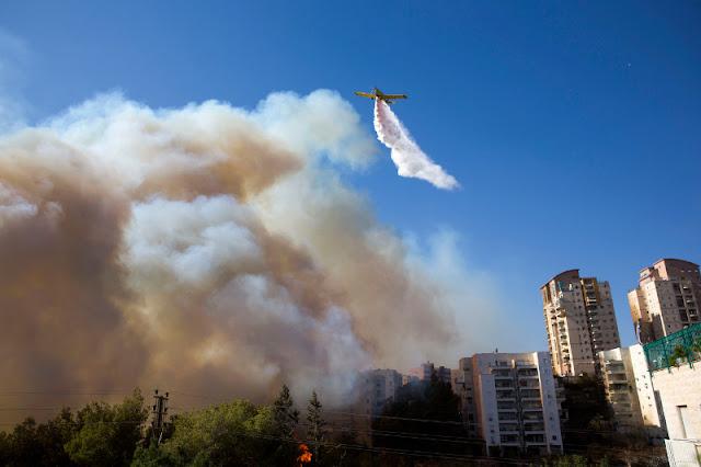 Κόλαση φωτιάς στο Ισραήλ - 80.000 άνθρωποι εγκαταλείπουν τα σπίτια τους