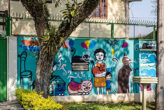 Grafite em um muro com muito gatinhos pintados