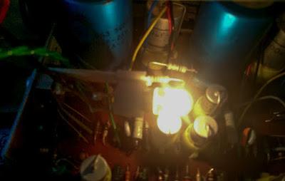 OH2DD kuva Philips retroradion sisältä polttimosta