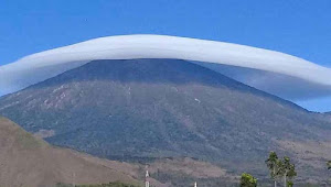 Viral Fenomena Awan Caping Gunung Rinjani - Lombok