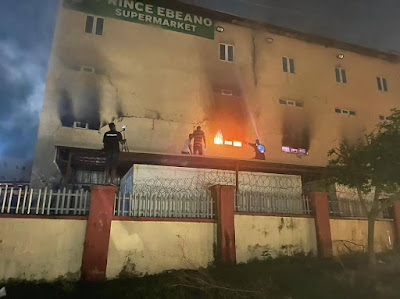 PHOTONEWS: Fire Guts Ebeano Supermarket In Abuja, breaking news, SD News blog, Sahara reporters, Abuja gossip blogs,