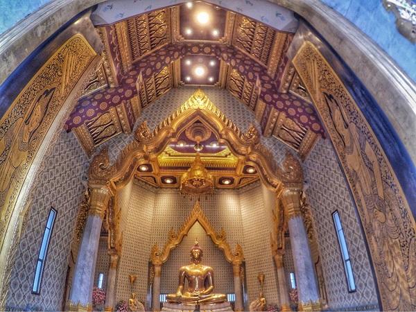 Wat Traimit Chinatown in Bangkok