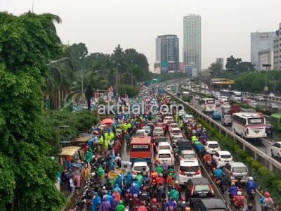Massa Aksi 212 Padati Depan Gedung DPR