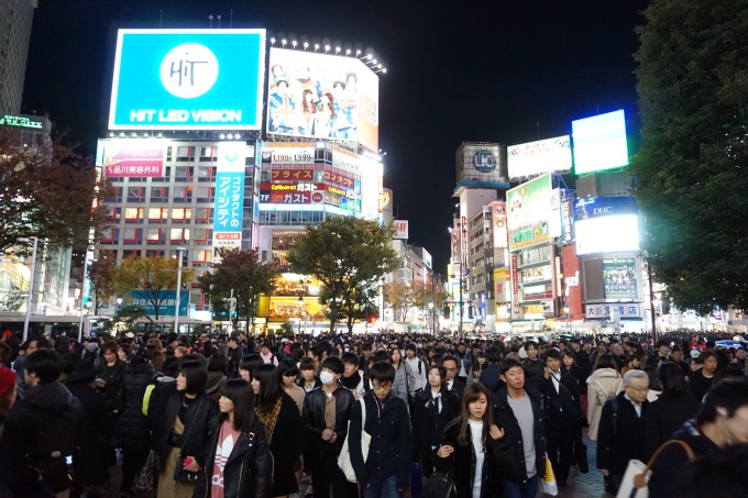 Shibuya Crossing Intersection / Tokion ja maailman vilkkain risteys / pocket wifi