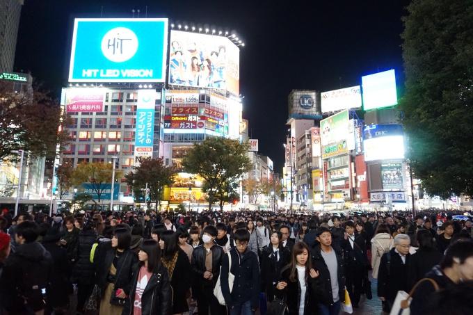 Shibuya Crossing Intersection / Tokion ja maailman vilkkain risteys / pocket wifi