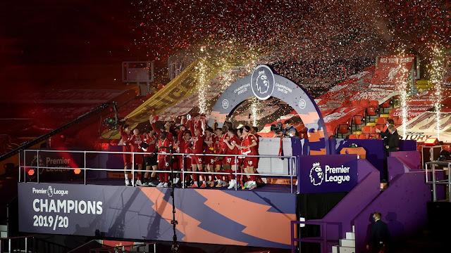 Liverpool lift the Premier League 2019/20 trophy