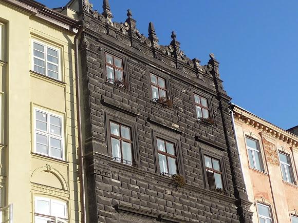 Львов. Площадь Рынок, 4. Чёрная каменица. 1589 г. Ренессанс