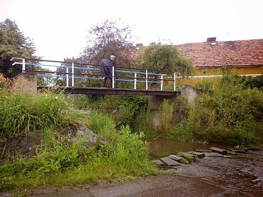 Mostek nad Czerwoną Wodą w Ujeźdźcu.