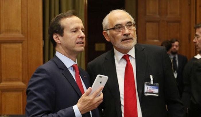 Los expresidentes de centro, Quiroga y Mesa cuando visitaron La Haya / ARCHIVO LA RAZÓN