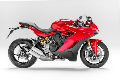 Ducati SuperSport 2017 vs Sport Touring ST4s (2001-2005)