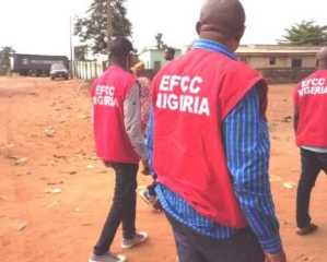 EFCC arrests 50 internet fraudsters in Ibadan
