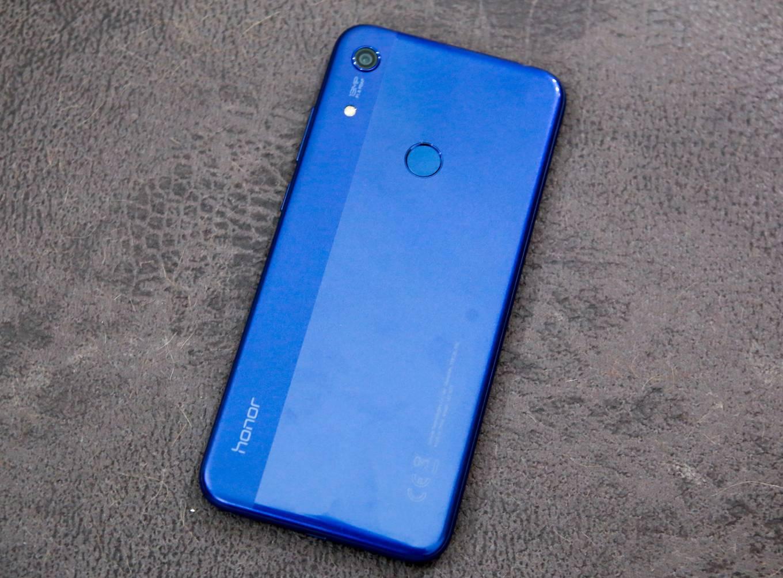 Trên tay điện thoại giá rẻ Honor 8A màn hình giọt nước giá 2,99 triệu